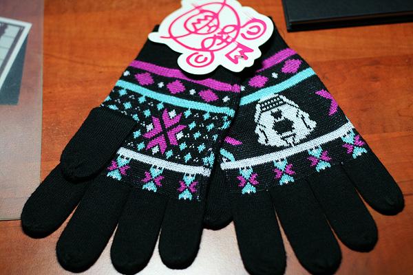 mishka_gloves