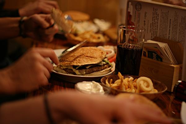 hooters burger