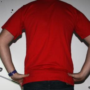 Ich hab mir ein rotes T-Shirt gekauft und meine Freundin wird mich dafür umbringen...