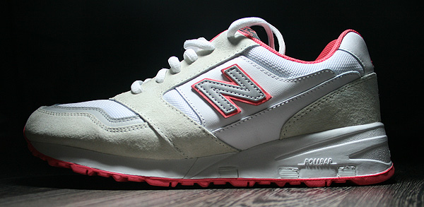 new balance 575 staple white pigeon