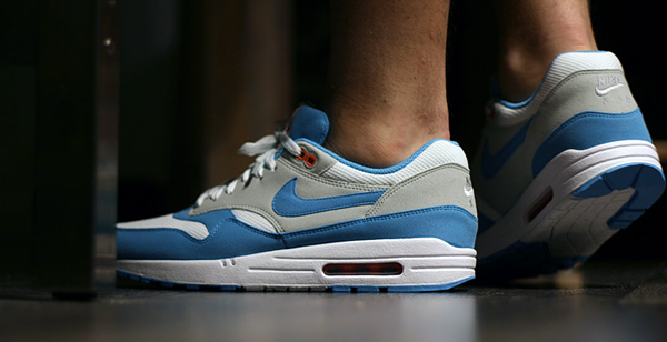 wear air max 1 baby blue