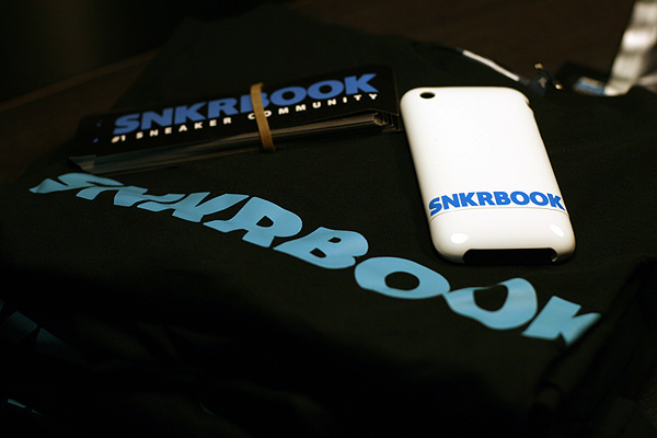 snkrbook shirt sticker iphone