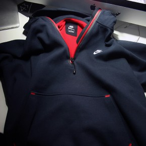 Nike AW77 Tech Pack Hoodies bei TK MAXX...