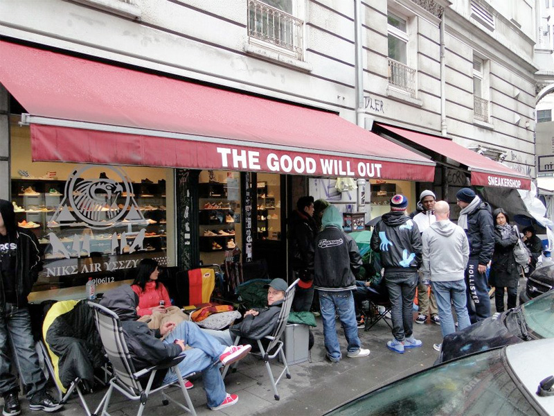 020683df5 Nike AIR YEEZY II Campout bei THE GOOD WILL OUT