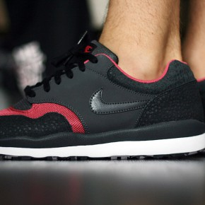 Nike Air Safari LE Black / Pink