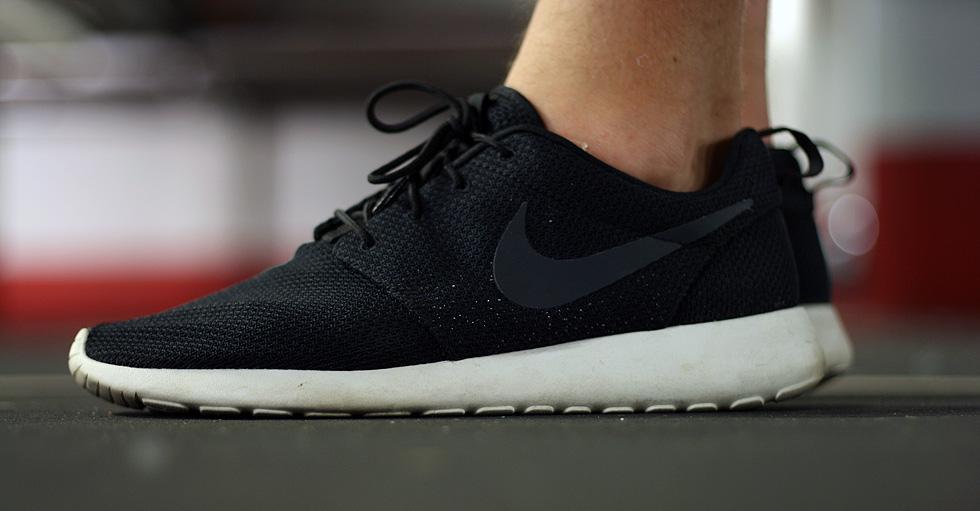 XFXUJ Classic UK Nike Roshe Run Office Yeezy Mens Black Sliver | roshe