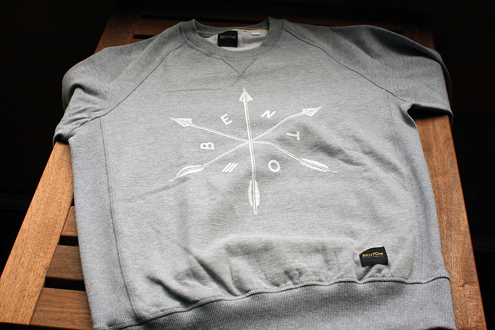 arrows-crewneck