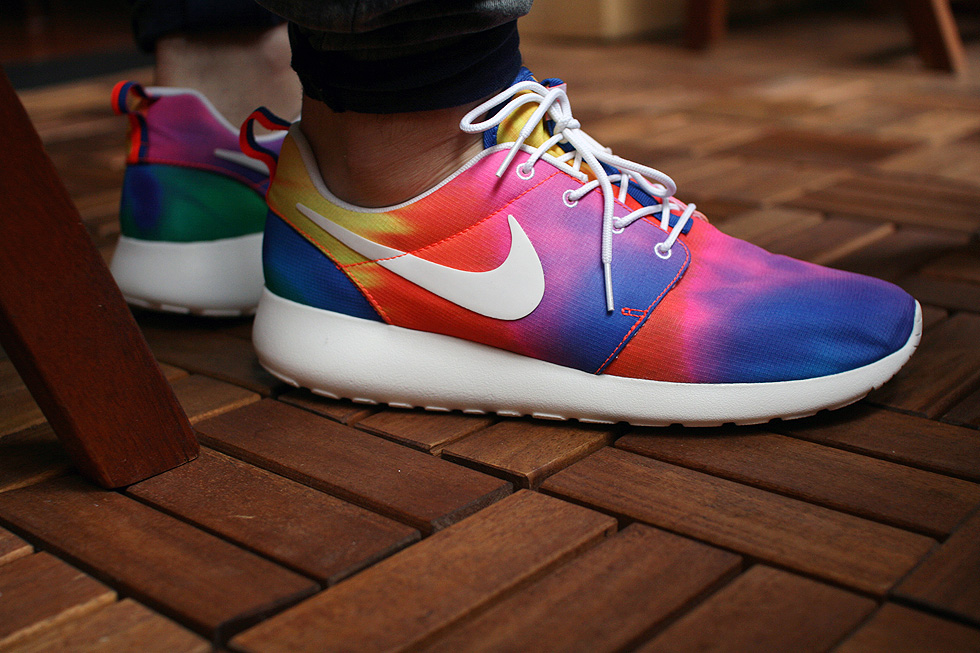 wear tie dye roshe run