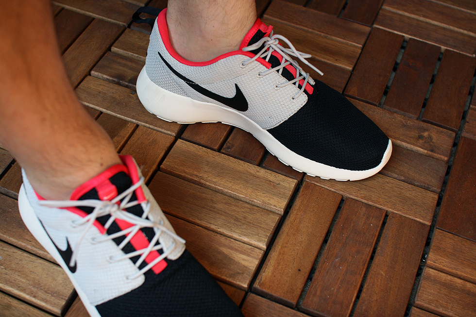 black grey roshe run