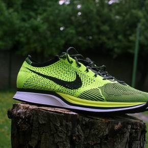 Nike Flyknit Racer Volt