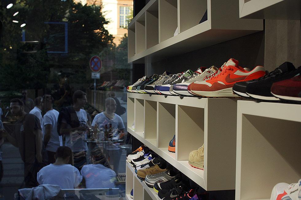 sneaker-store