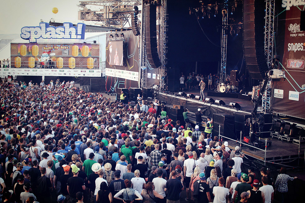 splash-crowd