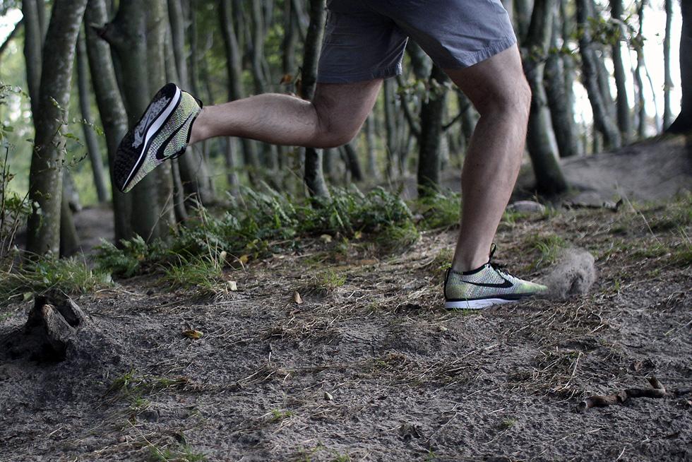 runing-flyknit-racer