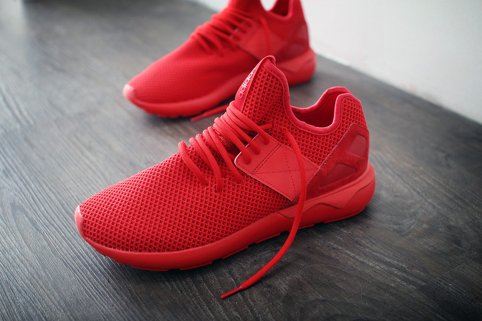 red-tubular-runner