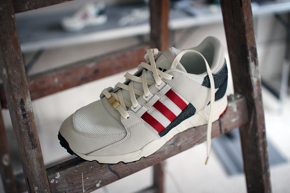 miadidas-core-black-off-white-power-red