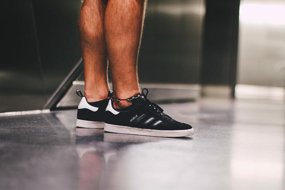 black-adidas-gazelle