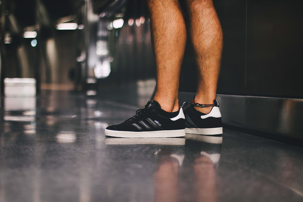 core-black-adidas-gazelle