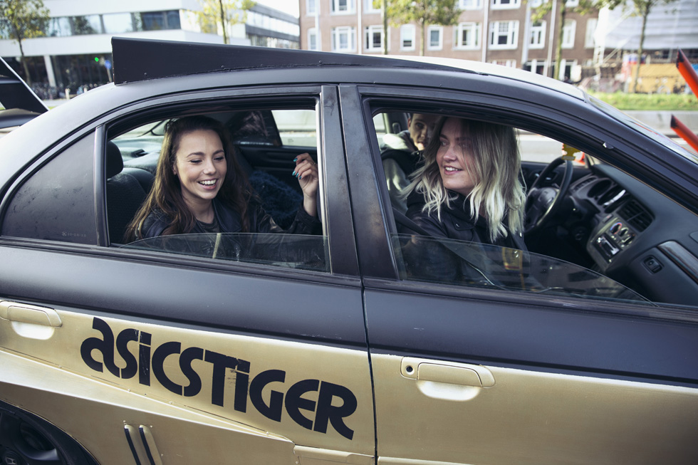 asicstiger-japan-car